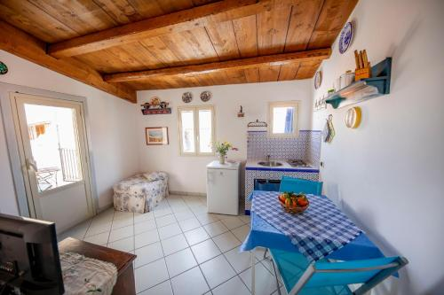 A kitchen or kitchenette at Il terrazzino Holiday Home