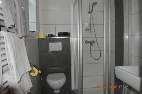 Ein Badezimmer in der Unterkunft Gästehaus Huber