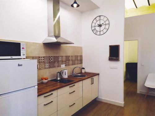 A kitchen or kitchenette at Miraflores 58