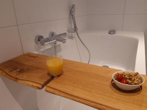 A bathroom at De Vlindertuin