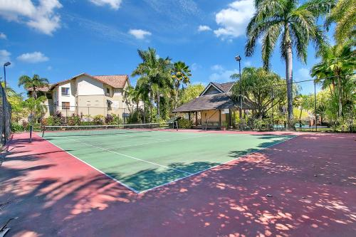 Tennis and/or squash facilities at The Lakes Resort Cairns North 1508 or nearby