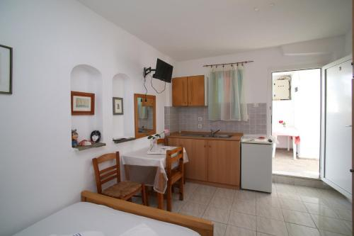 A kitchen or kitchenette at Xanthos Georgios