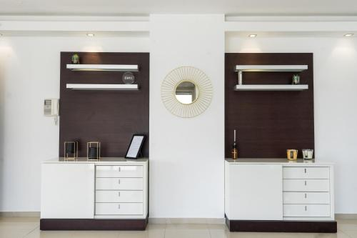 A kitchen or kitchenette at Luxury Penthouse Marina