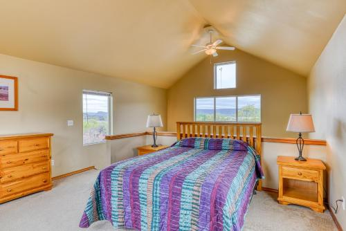 A bed or beds in a room at Lakeview Villa #801