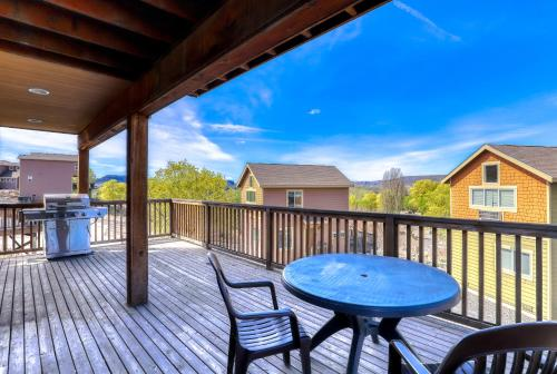 A balcony or terrace at Lakeview Villa #502