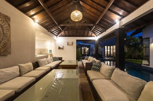 Et opholdsområde på Villa Dipta 6-bedroom