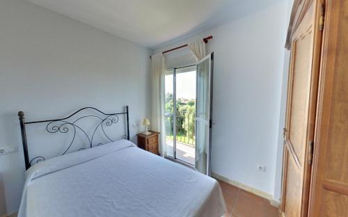 Cama o camas de una habitación en Apartamentos Costa Trafalgar