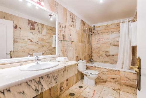 Un baño de Club Tarahal
