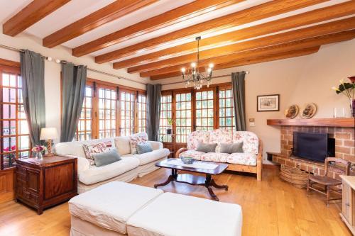 A seating area at HomeLike Luxury Villa Luna de Tacoronte Pool