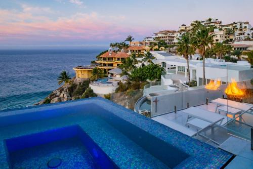 The swimming pool at or near Mantea Casa Cabo Luxury Villa