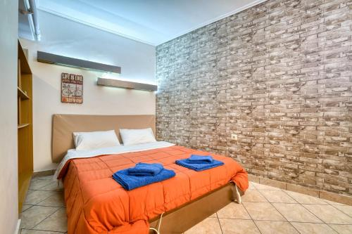 A bed or beds in a room at Athens metro apartment