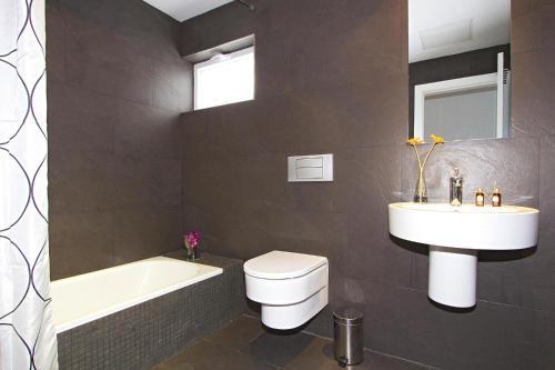 Een badkamer bij Villas Hoopoe Lanzarote Playa Blanca - ACE03058-OYB