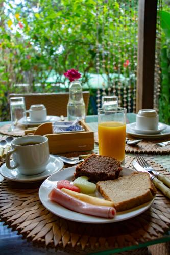Breakfast options available to guests at Pousada Simpatia da Ilha