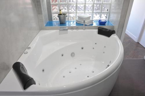 Phòng tắm tại Gaudint Barcelona Suites
