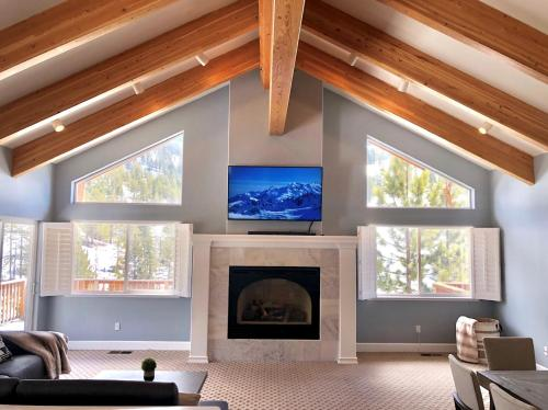 A television and/or entertainment centre at Spectacular unobstructed views of Diamond Peak Spacious & Modern - steps away
