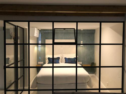 A bed or beds in a room at Canarios Apartments Catarina