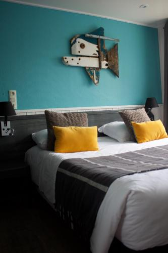 A bed or beds in a room at Le Relais des Iles