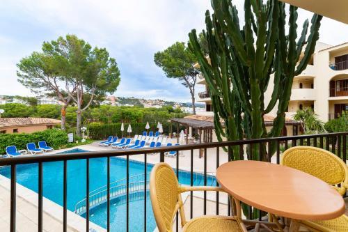 Uitzicht op het zwembad bij Apartamentos Casa Vida of in de buurt