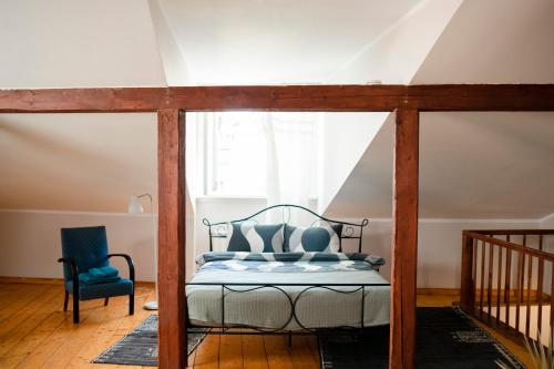 Gulta vai gultas numurā naktsmītnē Penthouse suite in the Old Town Tartu Holidays