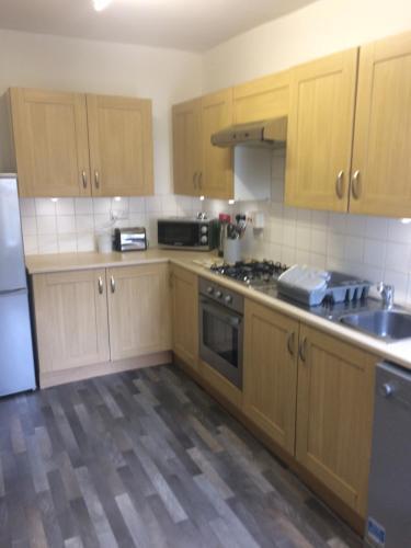 A kitchen or kitchenette at Eden Rose Cottage