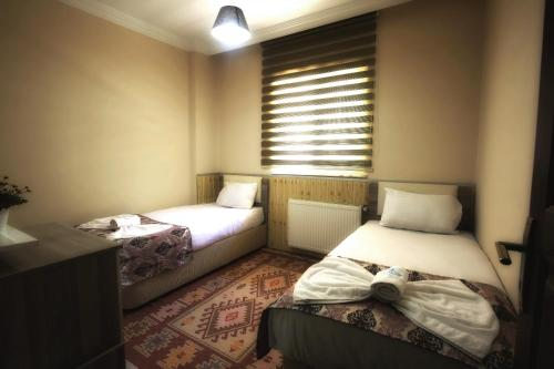 A bed or beds in a room at Jalal Vip Apart Hotel