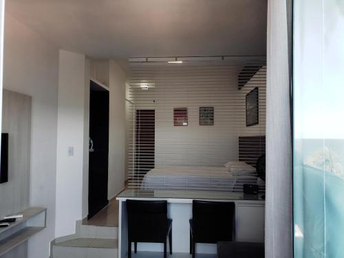 A kitchen or kitchenette at Flat na Barra Frontal Mar