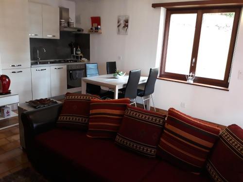 Ein Sitzbereich in der Unterkunft Holiday Home Casa Stefi