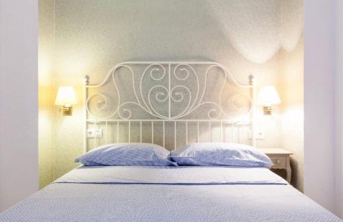 A bed or beds in a room at APARTAMENTO. CENTRO. SAN VICENTE. PARKING.