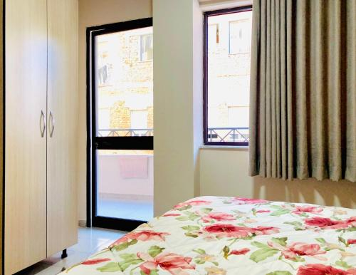 A bed or beds in a room at Modern & Spacious 2 Bedroom in the center of Tirana