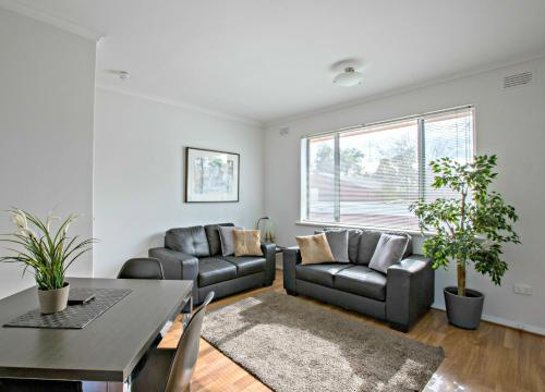 A seating area at Adelaide DressCircle Apartments - Childers Street