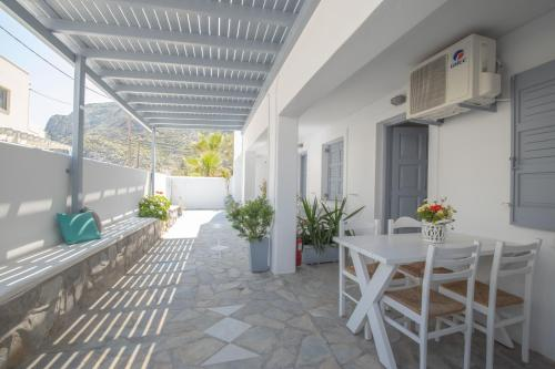 A balcony or terrace at Zacharakis Studios