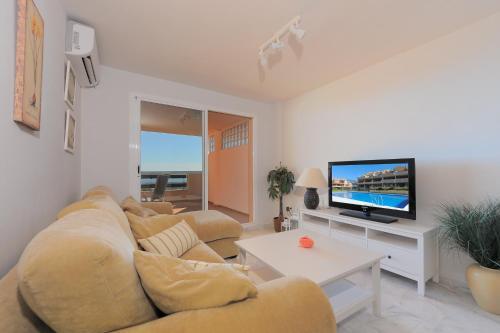 A television and/or entertainment center at Apartment Lirio Casares Golf Canovas