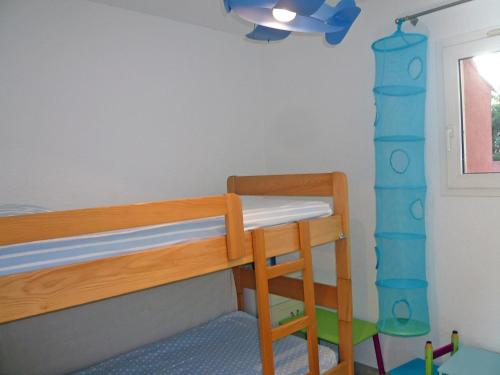 A bunk bed or bunk beds in a room at Apartment Les Jardins de Neptune.2
