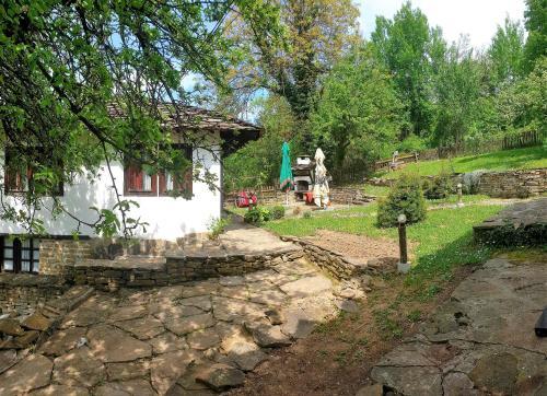 Ciclismo en Tacheva Family House - Pool Access o alrededores
