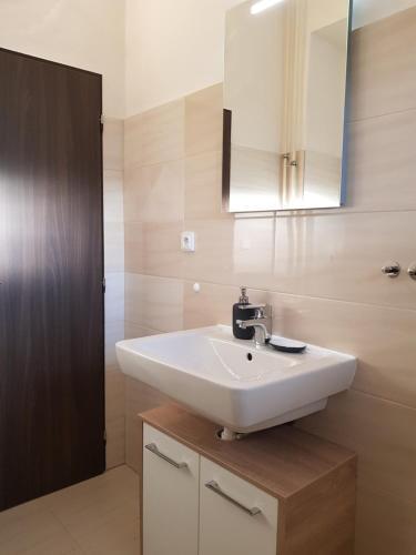 Ένα μπάνιο στο Green Park Apartments