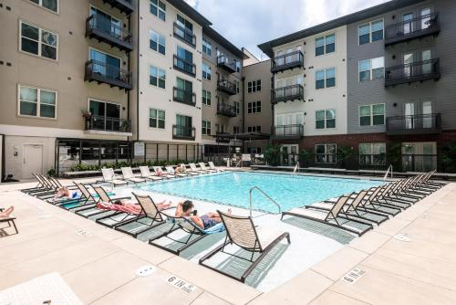 The swimming pool at or near Stay Alfred at Cortland Phipps Plaza