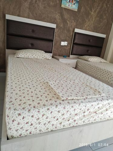 A bed or beds in a room at LAZAROS APARTMENTS