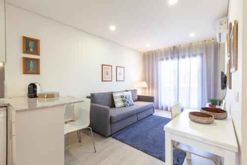 A seating area at Panoramic Eiffel Apartment - Minho's Guest