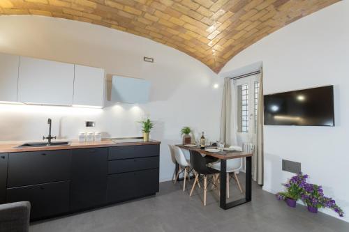 Kuchyň nebo kuchyňský kout v ubytování Testaccio historic house