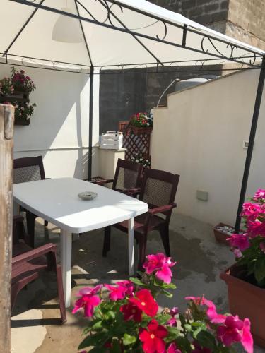 A balcony or terrace at Le Case Del Grillo