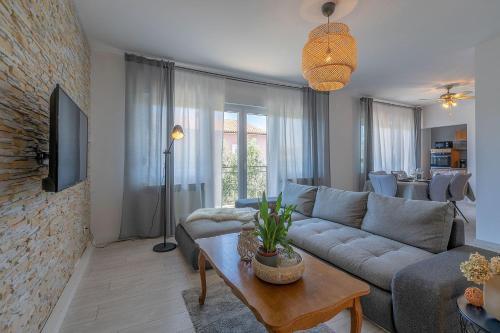 Premium 100m2 sea view apartment