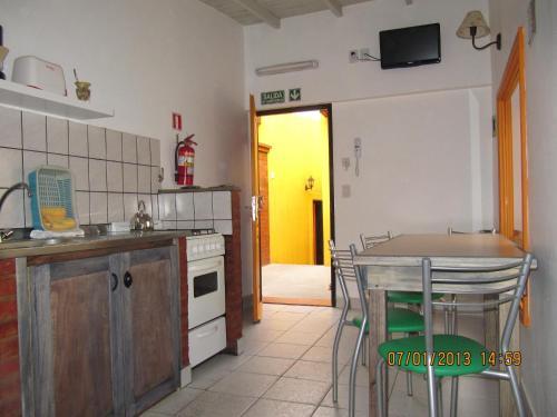 A kitchen or kitchenette at Apart Casas Del Centro