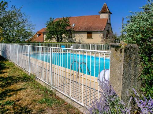 The swimming pool at or near Holiday Home Le Pigeonnier