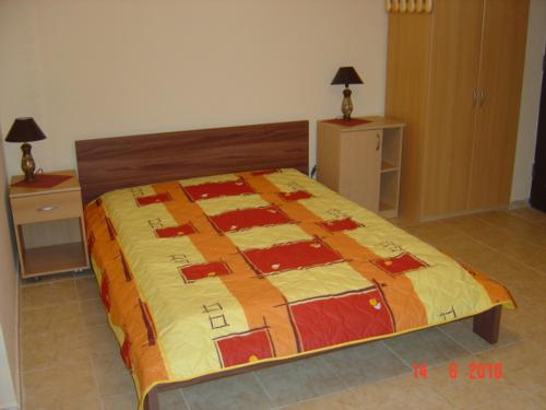 A bed or beds in a room at Domowe Zacisze