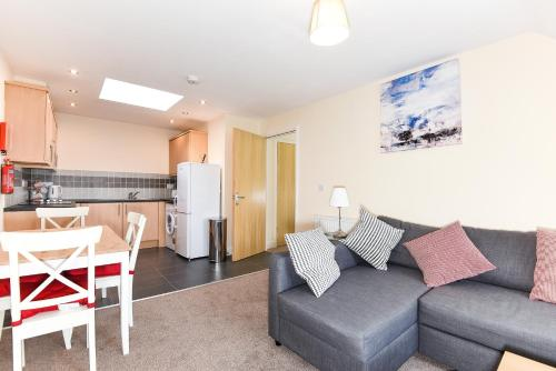 A seating area at Willow Court, 19 Double Street, Spalding - 1 Bedroom Apartment