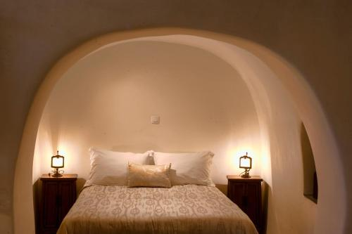 A bed or beds in a room at Heliophos Boutique Caves