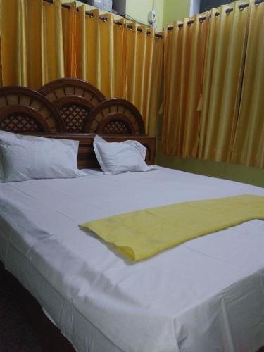 A bed or beds in a room at K.S.N. Varanasi Paying Guest House