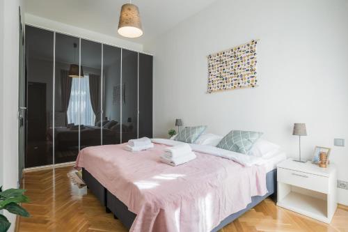 Ein Bett oder Betten in einem Zimmer der Unterkunft Art Apartments Prague II