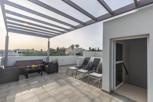 A balcony or terrace at Nissini Villas 2