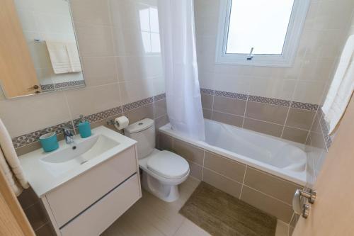 A bathroom at Nissini Villas 2